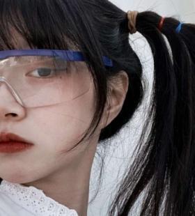 微信QQ小众气质马尾女生总会有人为了你的开心费尽心思头像