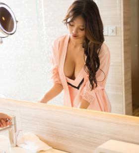 不穿内衣的风骚美女杨晨晨巨乳呼之欲出诱人高清图片写真