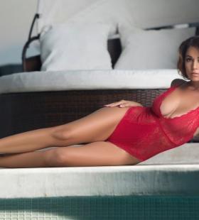 乌克兰美女身材性感前凸后翘图片写真