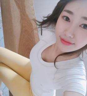 韩国性感瑜伽健身女神诱人自拍照片