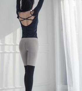 健身房美女教练身材前凸后翘诱人图片
