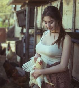 乌克兰巨乳美女真空露点销魂诱惑写真