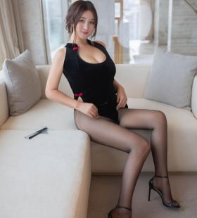 性感黑丝美女潘琳琳ber旗袍高开叉诱人私房写真