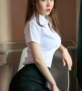 性感翘臀美女刘邦妮巨乳事业线诱人私房高清露胸写真