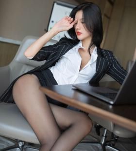 办公室性感美女就是阿朱啊真空上阵制服诱惑挑逗销魂私房写真