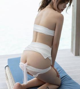 性感露胸美女王雨纯蕾丝内裤半露美乳私房性感人体艺术写真