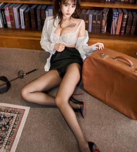 性感美女秘书Betty林子欣黑丝美腿诱惑高清私房写真
