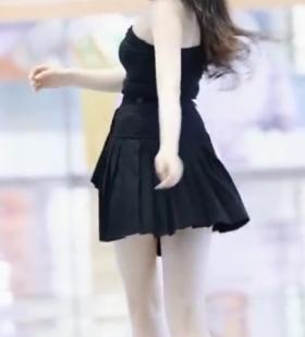 性感长腿小姐姐超短裙诱惑街拍视频