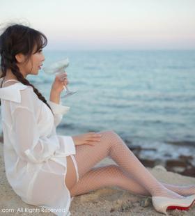 白丝网袜美女陶喜乐_lele沙滩诱惑性感桌面壁纸图片