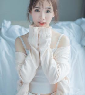清纯吊带背心美女白丝美腿小清新诱惑写真图片