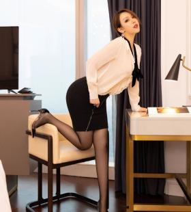 黑丝美腿美女秘书Egg尤妮丝私房写真 性感美女真空凸点诱惑图片