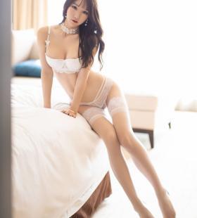 性感美女周于希Sandy白丝美腿巨乳诱惑写真图片