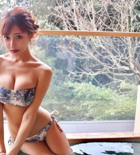 日本AV女优明日花绮罗比基尼露胸性感图片写真
