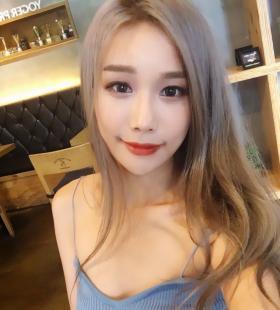 韩国性感大胸车模美女Han Nana比基尼性感诱人写真