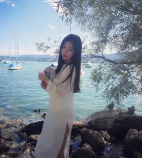韩国性感好身材美女xuer修长美腿诱人街拍