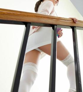 日本巨乳正妹绪方咲香艳诱人性感图片写真
