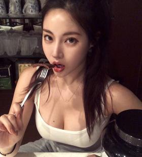 韩国巨乳美女禹娥英性感凹凸有致身材诱人写真