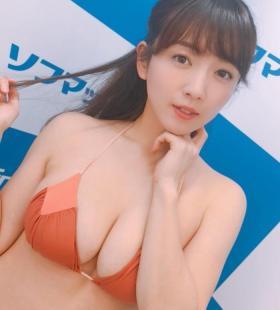 日本写真偶像园都前凸后翘性感内衣图片下载
