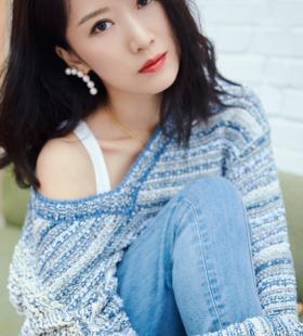 李念温柔慵懒性感风高清写真图片