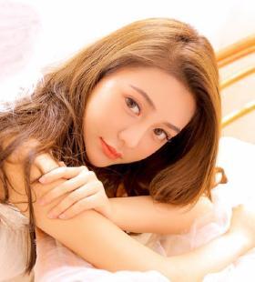 白色比基尼性感粉嫩美女Abby王乔恩三亚旅拍写真图片