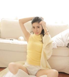 黄色毛衣美女性感身材私房诱人高清写真图片