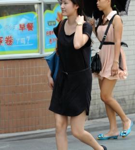 黑色连衣裙气质美女高清街拍图片写真