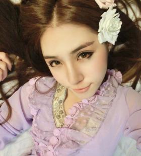 性感迷人的90后紫衣美女床上妖娆眼神诱惑写真