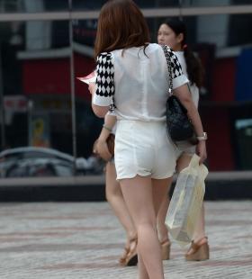 性感黑色内衣美女透视装街拍图片写真