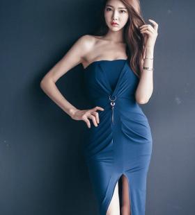 韩国美模深蓝斜肩裙体态丰腴清丽可人写真图片