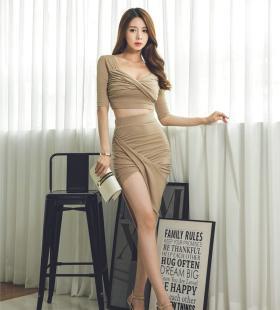 韩国低胸巨乳美女翘臀性感美艳写真图片