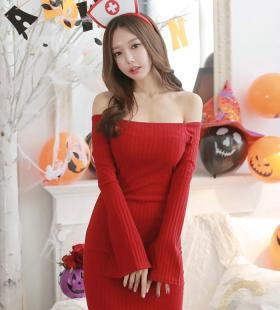 韩国梳妆台前的裸肩毛衣裙美模情趣诱惑写真图片