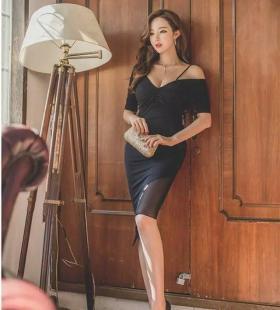 韩国长腿美女黑色吊带短裙的魅力写真图片