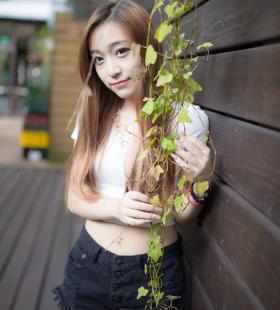 性感美女嫩模刘镗清纯诱惑十足套图