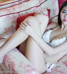 穿着白色比基尼的可乐Vicky巨乳身材诱人私房高清写真