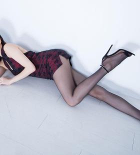 长腿黑丝大美女Lynn大胆优优人体美女图片