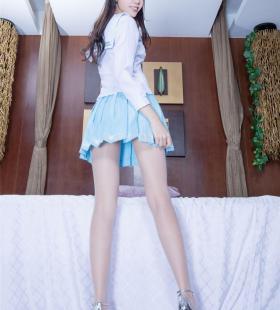 长腿大美女Christine大胆丝袜美腿性感写真图片