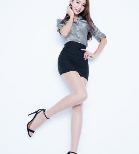 长腿亚洲美女Emma丝袜美腿大胆人体艺术美女图片