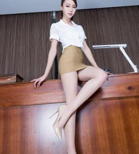 长腿亚洲美女Emma美腿丝袜翘臀性感人体艺术图片