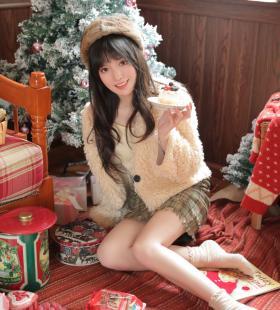 笑容甜美的气质美女圣诞主题唯美私房照片大全