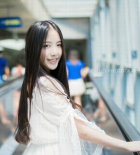 地铁偶遇清凉薄纱短裙美女唯美诱惑高清写真图片