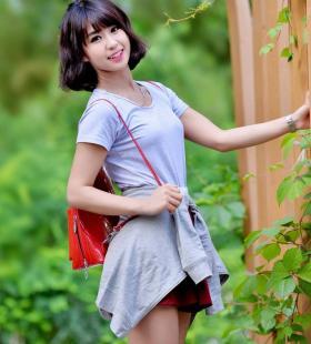 短裙唯美美女户外街拍高清写真手机壁纸图片
