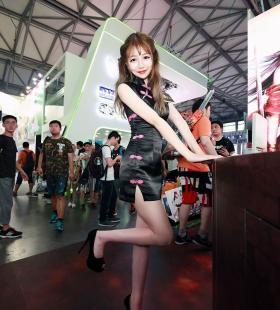 美女模特陈凯佳旗袍大长腿高清诱人写真图片