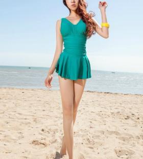 长腿美女松果儿沙滩泳衣清纯写真图片