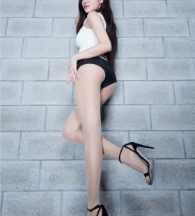 极品嫩模性感短裤丝袜美腿写真图片