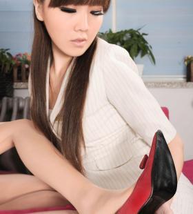 Model美美&侨侨《肉丝美腿制服诱惑》[丽柜LIGUI]集写真图片