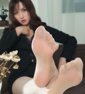 Model伊伊《肉丝美腿高跟OL》[丽柜LIGUI]网络丽人集写真图片