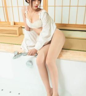 Model安娜《浴室白衬衫丝足》[丽柜LIGUI]集写真图片