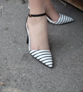 模特西瓜《逛古玩城1》[一千零一夜IESS]丝袜美腿集写真图片