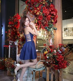 模特Lucy《电影院4》[IESS一千零一夜]美腿丝足集写真图片