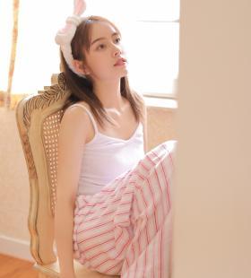 睡衣美女诱人吊带白嫩性感写真图片
